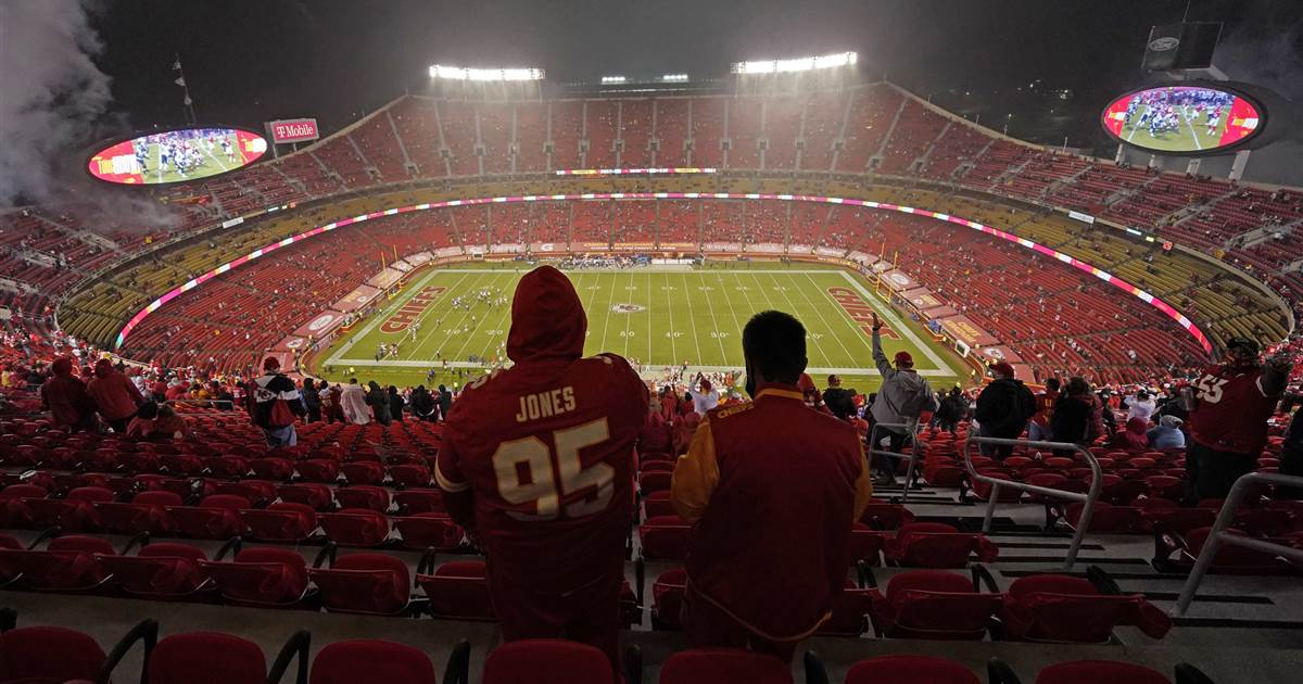 10 in quarantine after fan at Chiefs game tests positive for Covid-19