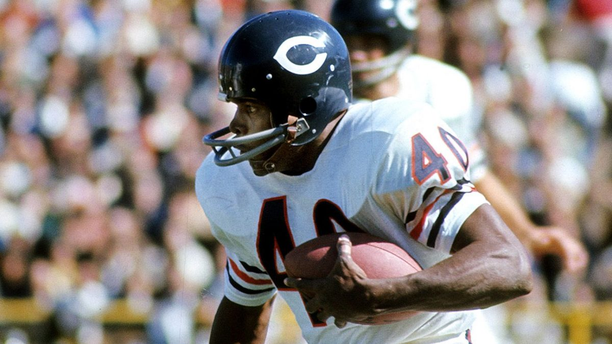 Chicago Bears' Hall of Fame running back Gale Sayers dies at age 77