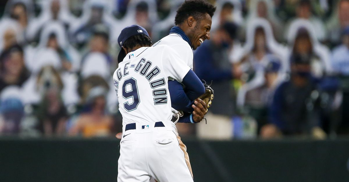 Mariners gang up on, beat the daylights out of now-closed barn door