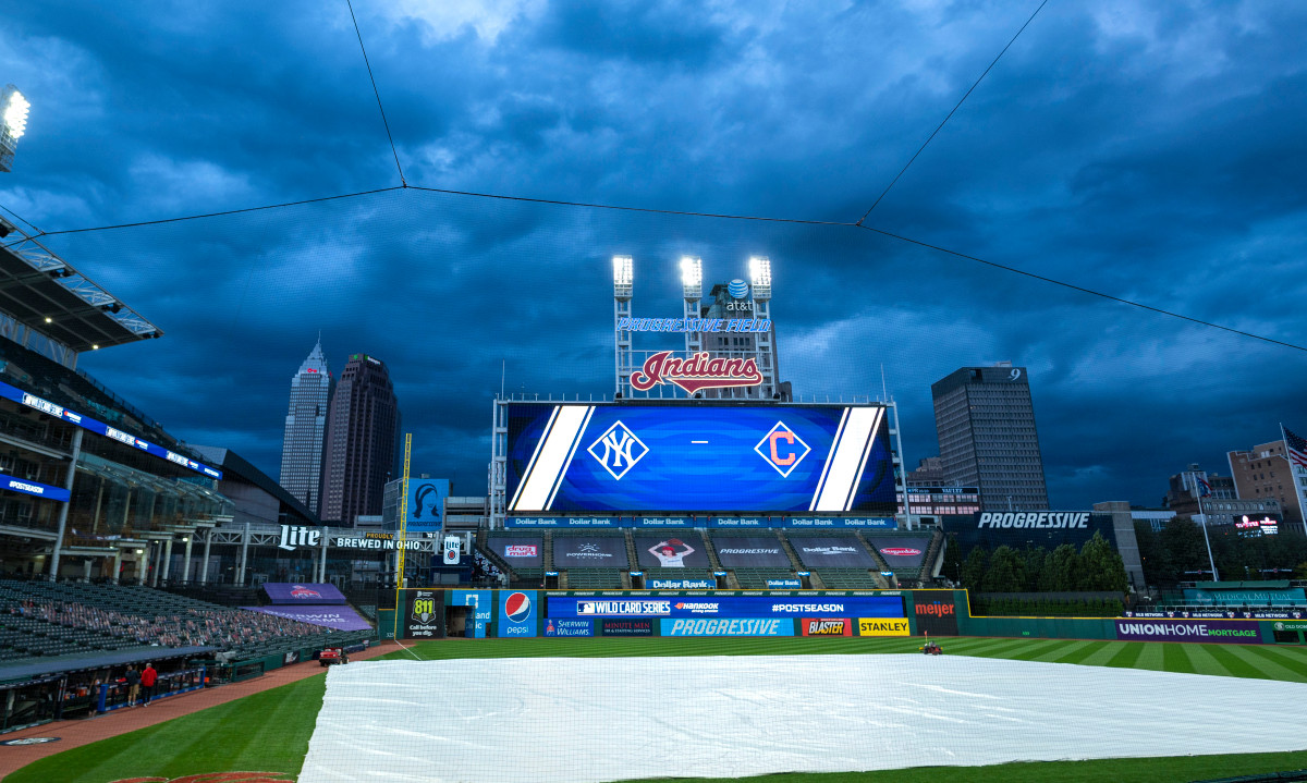 Rain delay debacles cause Yankees-Indians Game 2 mess